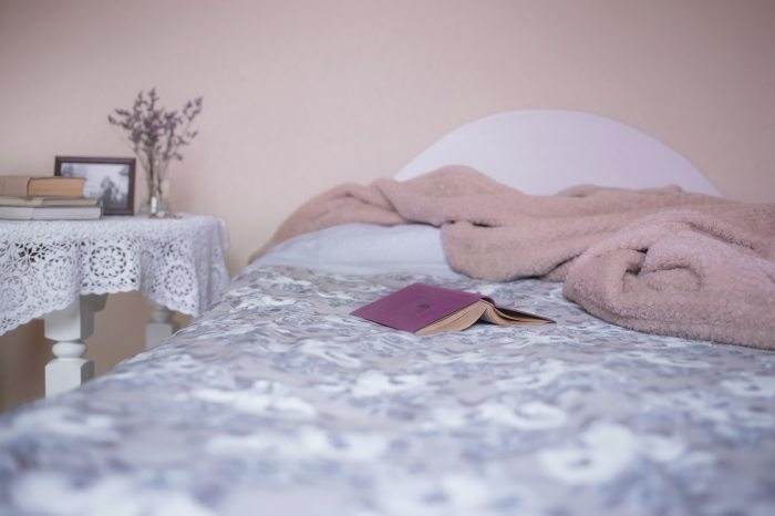 bed-bedroom-blanket-129062